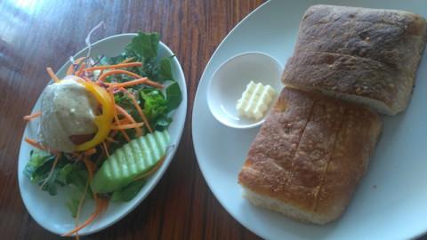 パン。サラダ付き